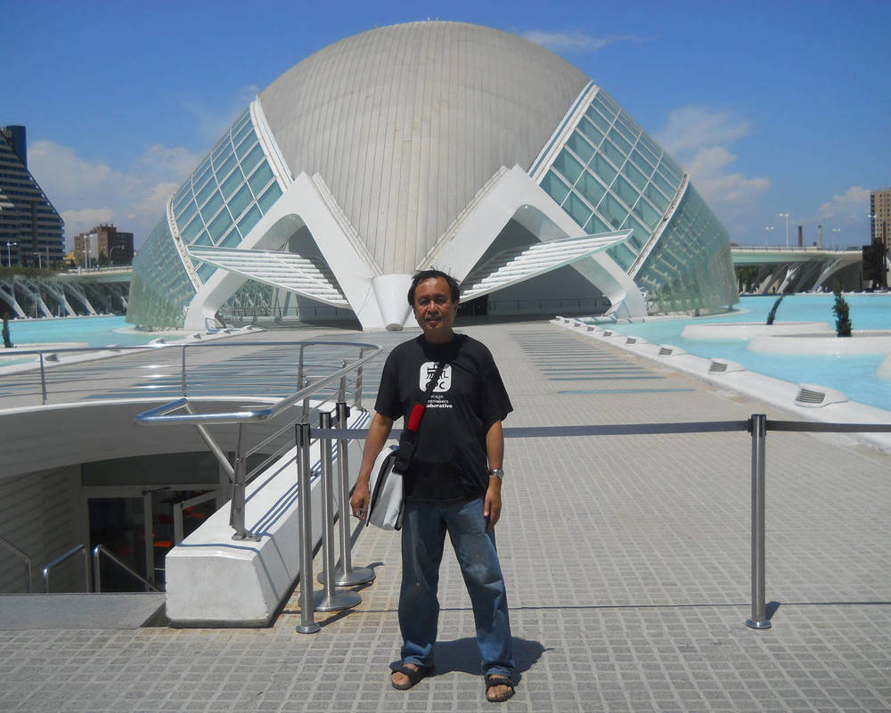 L' Hemisferic is one of the buildings in Santiago Calatrava's Ciudad de las Artes y las Ciencias. (Photo courtesy of Rey de la Cruz)