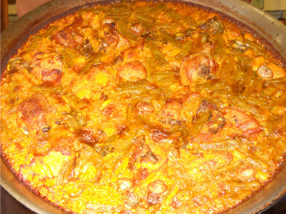 The L' Estimat paella valenciana had an intense orange color. (Photo by Rey de la Cruz)
