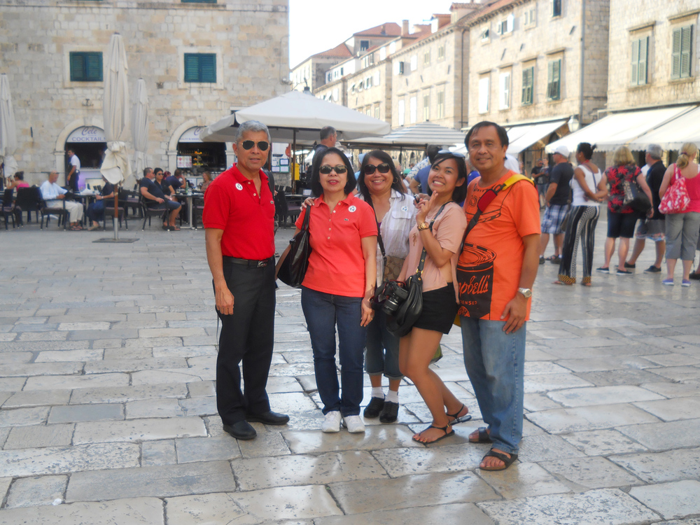 Pete Enriquez (Sydney), Lorna Enriquez (Sydney), Carmelita Kapili (San Francisco), and LJ Rodriguez (Dubai) and Rey E. de la Cruz (Chicago) (Photo courtesy of Rey E. de la Cruz)