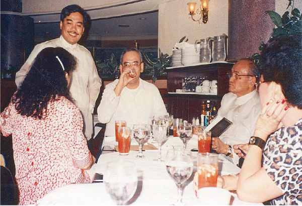 Old friends: Haydee Yorac, Jerry Barican and SP Lopez celebrate with Nelson Navarro on his 44th birthday on Dec. 11, 1991 at La Coupole in Makati. (Source: philstar.com)