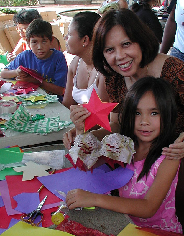 Making parols (Photo courtesy of Filipino Association of University Women)