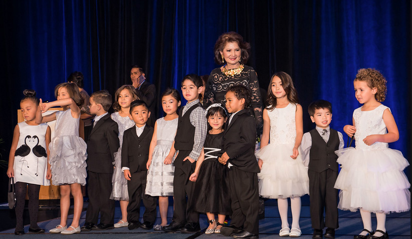 "Fashion designer Criselda Lontok with the children model volunteers of Philippine International Aid's ""Giving Hope to the Children"" fashion show fundraiser (Photo by Selit Rapadas/UNIT ONE Photography Studio)"
