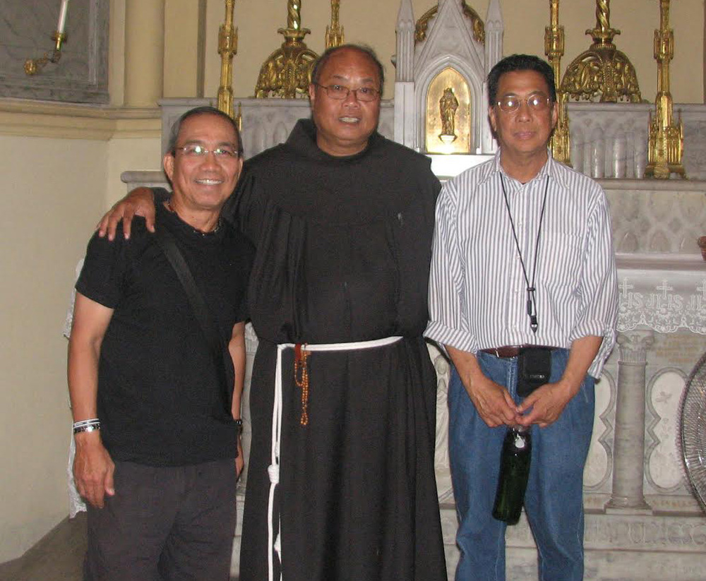 Father Angelo welcomes kababayans to the Holy La.nd. With author Noni Mendoza (right) (Photo courtesy of Noni Mendoza)