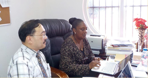 The author and Dr. Bernice Dahn, discussing the wording of the agreement between UNDP and the government (Photo courtesy of Dr. Jorge Emmanuel)