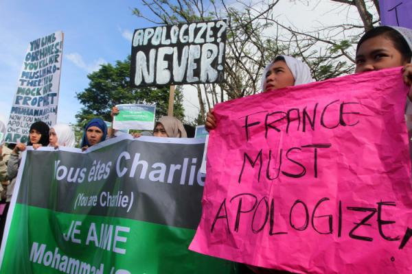 Filipino Muslims rally against the French satirical magazine Charlie Hebdo's caricatures of the Prophet Mohammed in Marawi City, Philippines (Source: AFP Photo/Mark Navales)