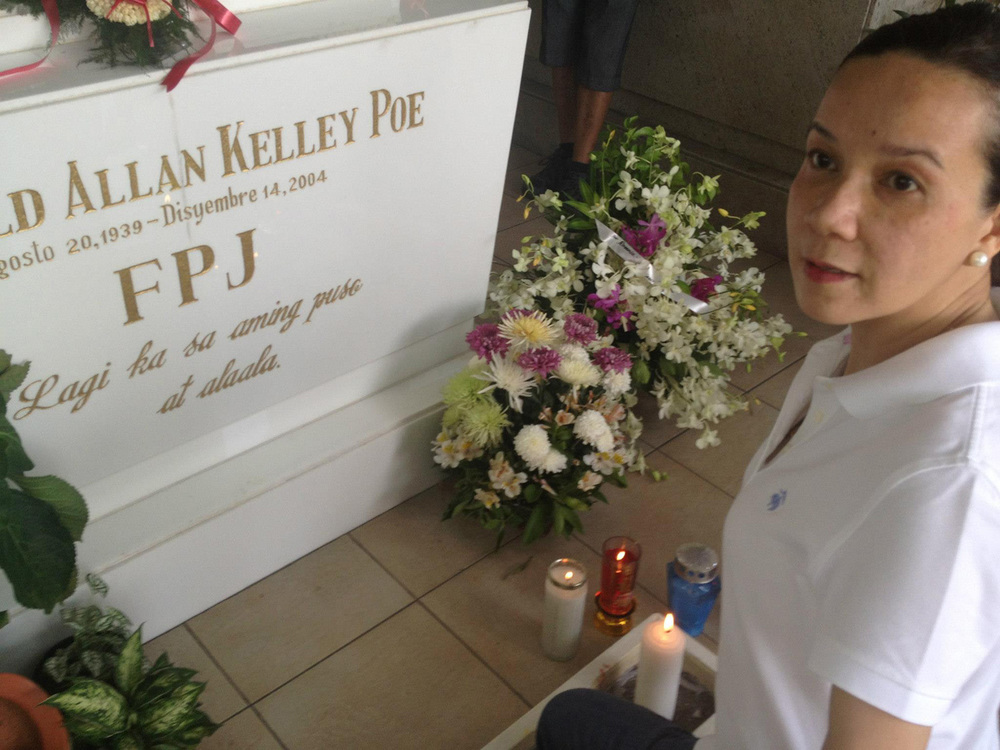 Senator Grace Poe at her father's tomb (Source: facebook.com)