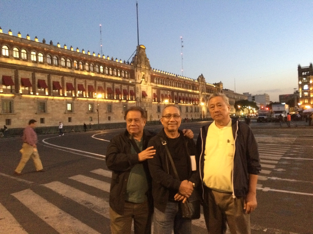Gari Tiongco, Tong Puno and Chitong Rivera in Mexico City's Zocalo. In the background is the Presidential Palace. (Photo courtesy of Danny Gozo)