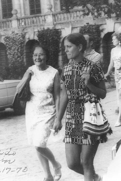 Aunt Carmen (left) came to visit the author when she was studying at the University of Valencia in the Summer of 1970. (Photo courtesy of Carlene Sobrino Bonnivier)