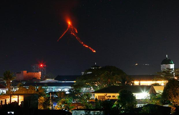 Mayon Volcano lava flow at night. (Source: www.telegraph.co.uk. Photo by Reuters)