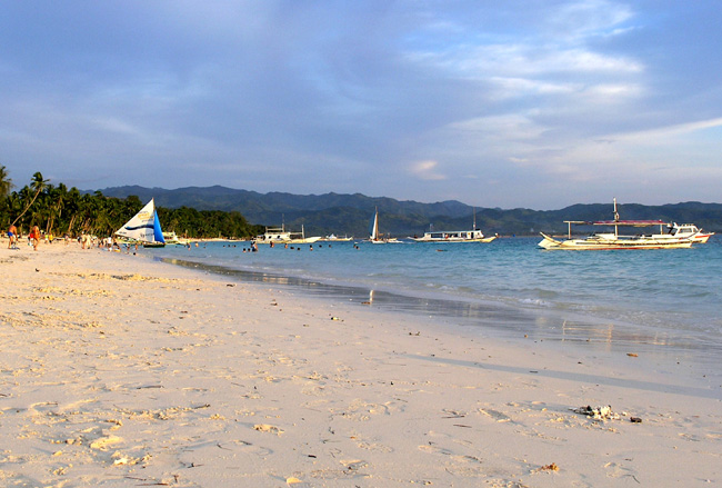 Boracay_White_Beach.jpg