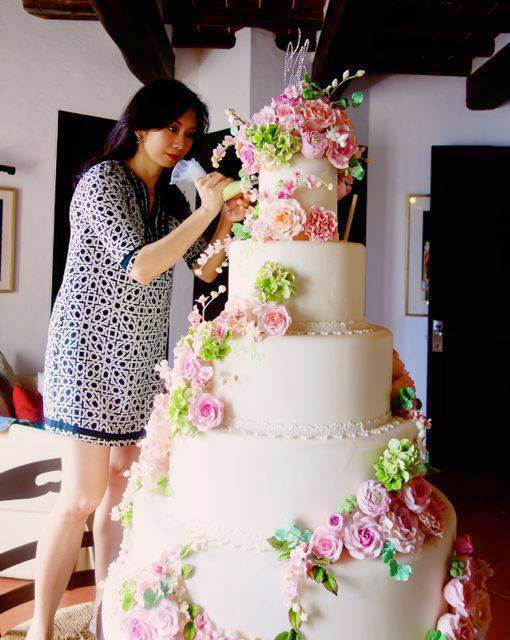 For the Chiz Escudero-Heart Evangelista wedding, Judy Uson created this five-layer, four-feet tall, three-feet wide cake. (Photo by Bella Bonner)