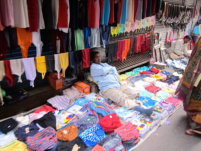A sidewalk vendor in Old Delhi (Photo by Mona Lisa Yuchengco)