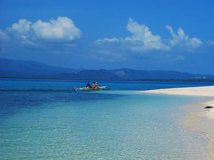 Maniwaya White Beach (Photo by Oliver Bautista)