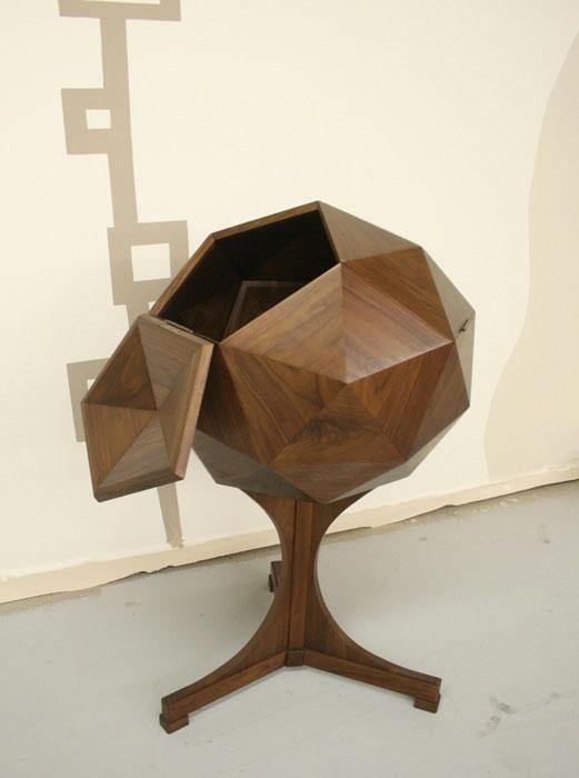A geometric bar made of walnut(Photo byMariaApeloCruz Jonavonic)