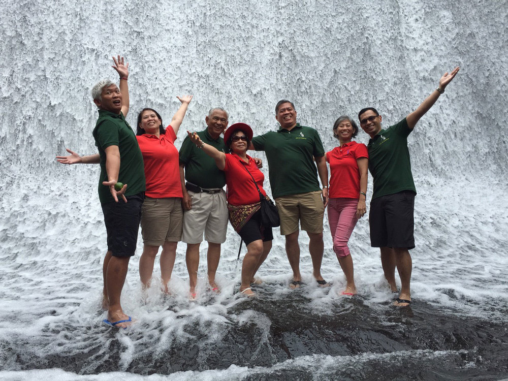 Mison family at play at Villa Escudero, Dec. 2014. Left to right: Siegfred, Melinda, father Salvador Sr., mother Ione, Jun, Irene and Michael. (Sister Ione could not make it for this reunion) (Photo courtesy of Dr. Michael Mison)