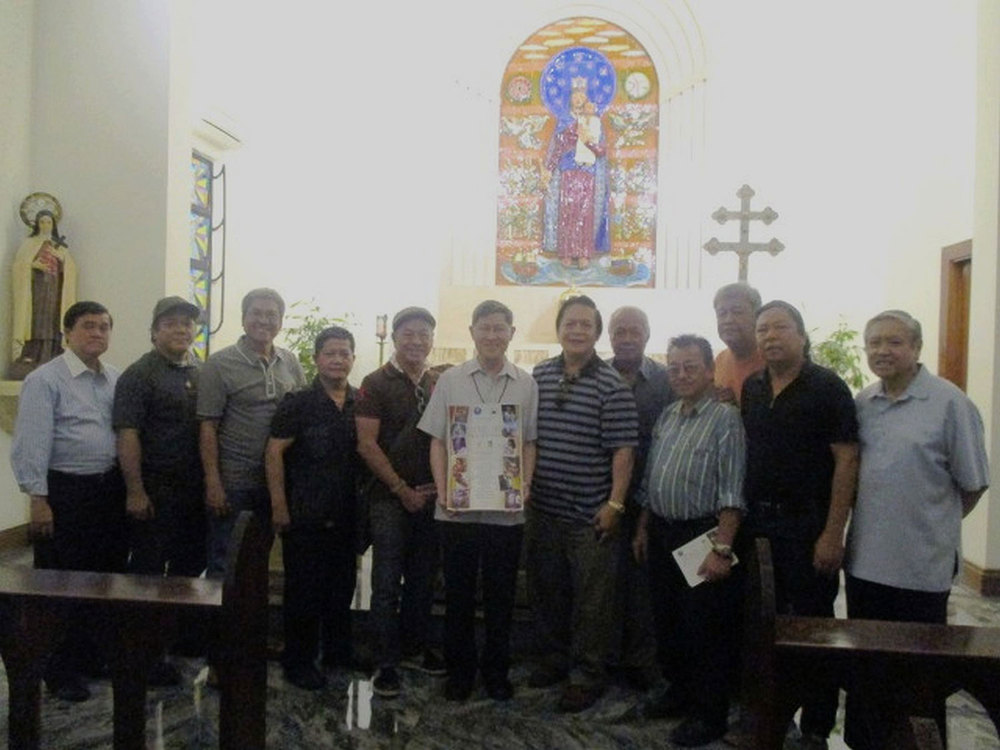 Philippine Sacred Art organizers and participating artists pay a courtesy call on Cardinal Luis Antonio Tagle (center). In photo are (from left) Gerry Isada, Albert Magsumbol, Pancho Piano, Al Perez, Nemi Miranda, Cardinal Tagle, Victor Cusi, Bernie Lopez, Dr. Ton Raymundo, Rudolf Gonzalez, Willy Layug, and Jose Capistrano Jr.