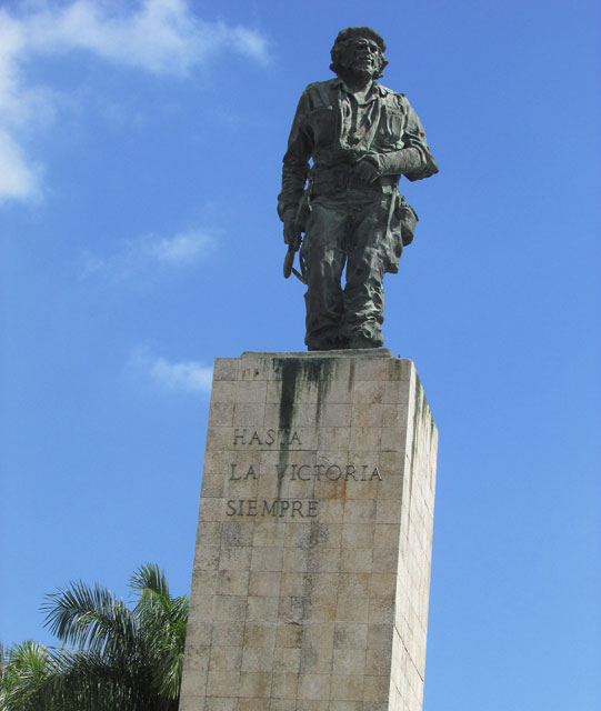 A statue of Che Guevarra (Photo by Chibu Lagman)