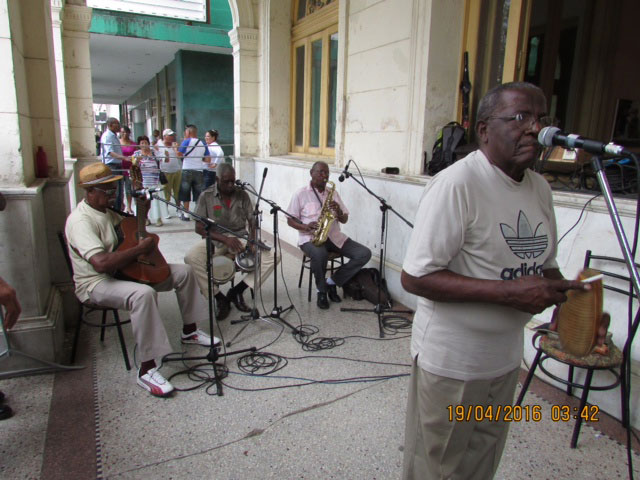 Cuban musicians (Photo by Chibu Lagman)