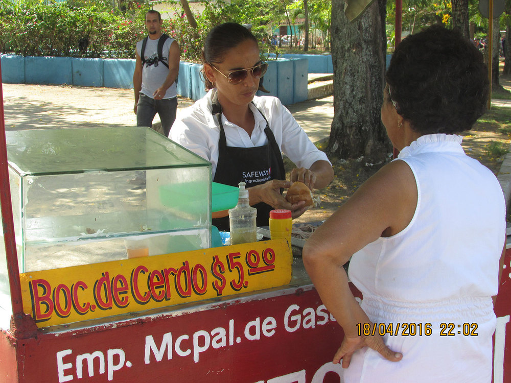 Sandwich vendor (Photo by Chibu Lagman)