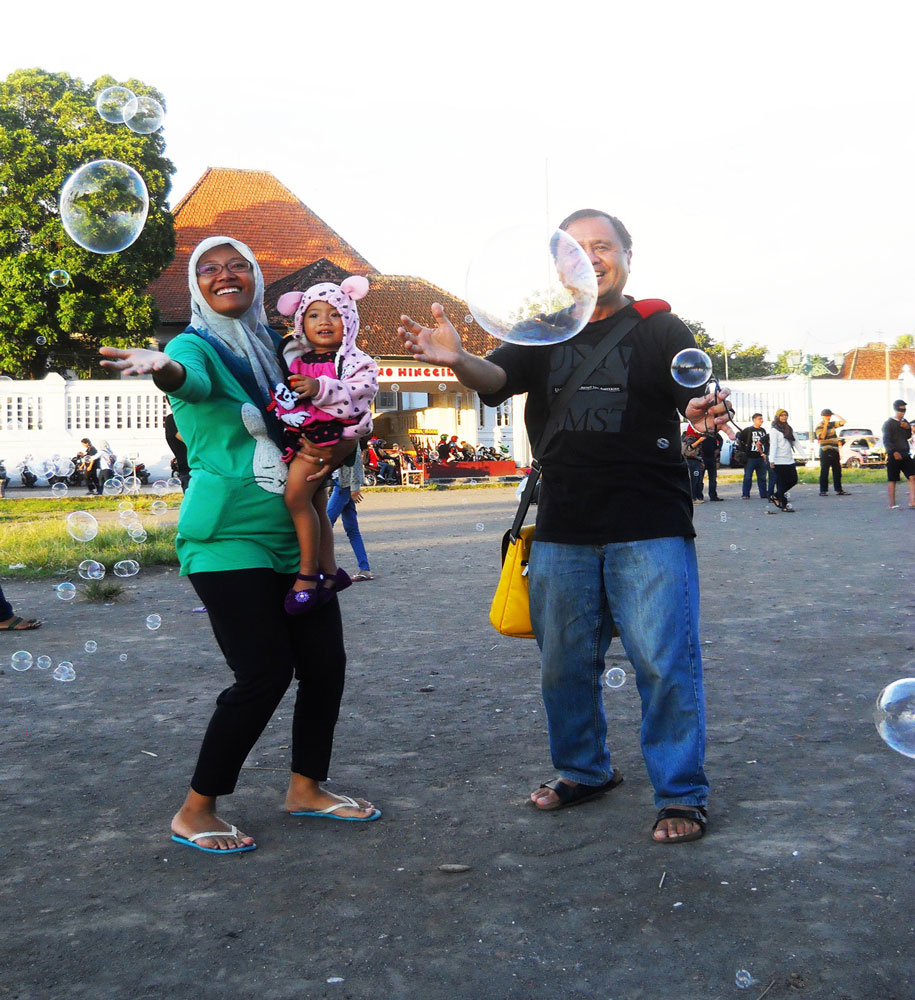 I frolicked among plastic bubbles with a lady and her baby in Jogjakarta's Alun Kidul (South Park). (Photo by Wahyu Nugraha/Photo editing by Ivan Kevin Castro)