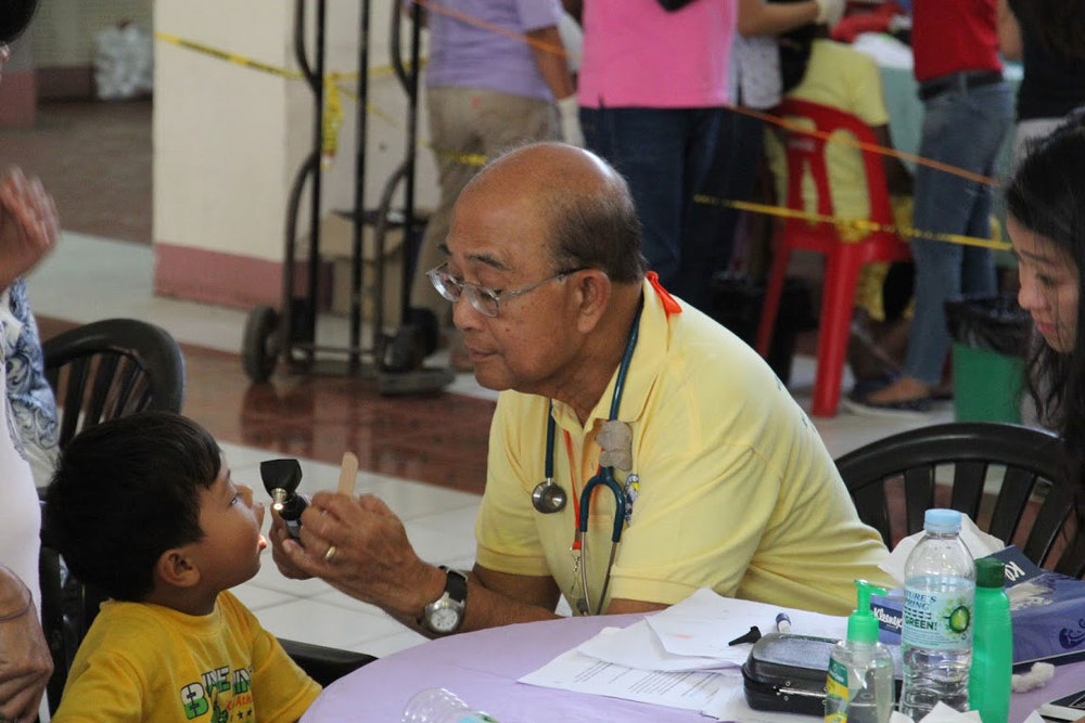 A very cooperative pediatric patient gets examined by a pediatrician (Photos used with permission by the Philippine Medical Society of Northern California (PMSNC)).