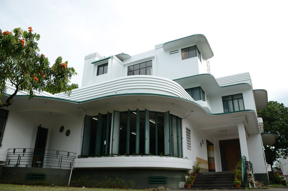 """Daku Balay"" -  art deco residence of Generoso M. Villanueva.  Built in 1936, Bacolod City. (Photo by Lilia V. Villanueva)"