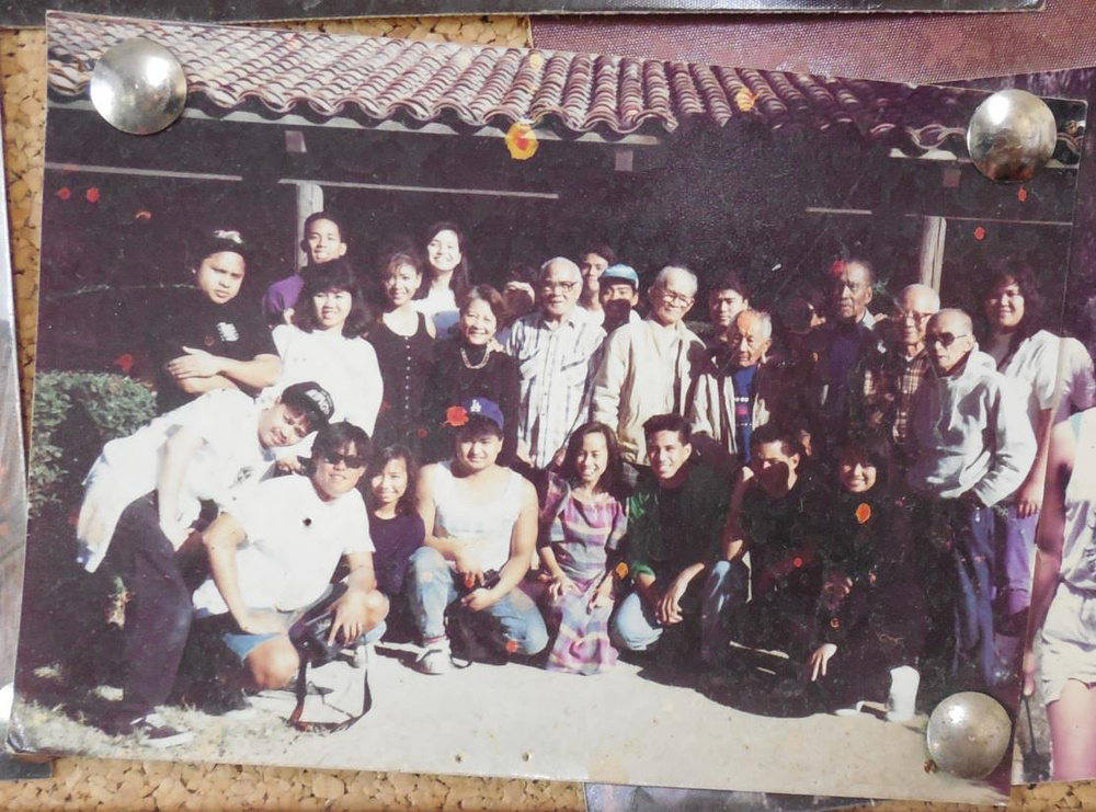 UCLA Samahang Pilipino and CSULB Pilipino American Coalition with the Manongs at Agbayani Village, 1990 (Photo courtesy of Mark Pulido)