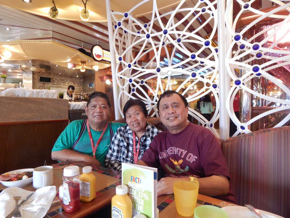 Roger Villarosa, Nelly Creus Villarosa, and Rey E. de la Cruz. (Photo by Jerry Morales)