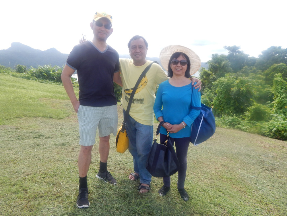 Sonny Navarro, Rey E. de la Cruz, and Nadine Teodoro Navarro (Photo by Neil Smith)