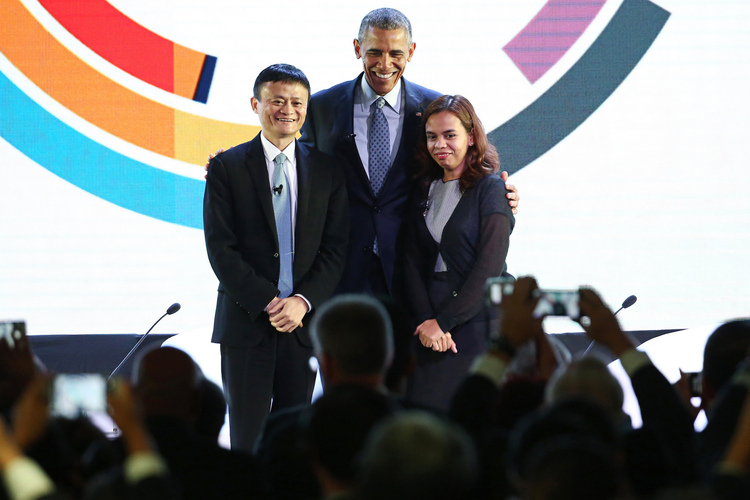 U.S. President Barack Obama (center) with Alibaba billionaire Jack Ma and SALt founder Aisa Mijeno at the APEC CEO Summit in Manila, Philippines (Photo by Seong Joon Cho/Bloomberg)