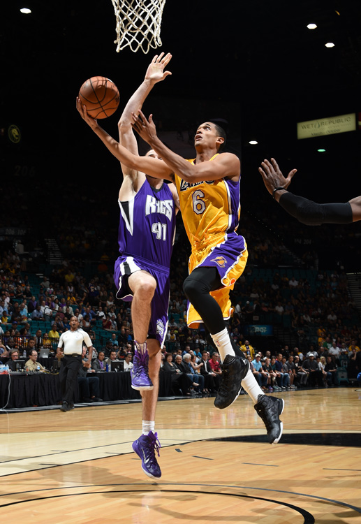 Jordan Clarkson surges past Kostas Koufos of the Sacramento Kings (© 2015 NBAE. Photo By Adam Pantozzi)