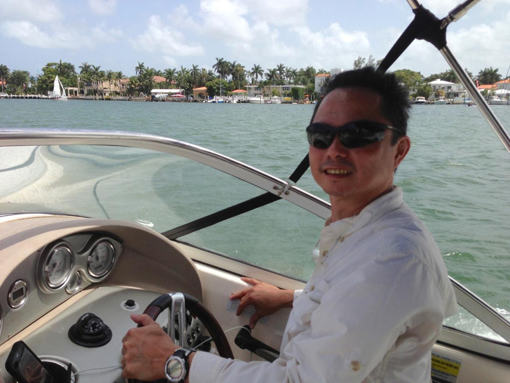 JED riding a speedboat in Miami and going to a sandbar for a picnic with some friends.(Photo courtesy of Jose Eduardo C.Delgado)