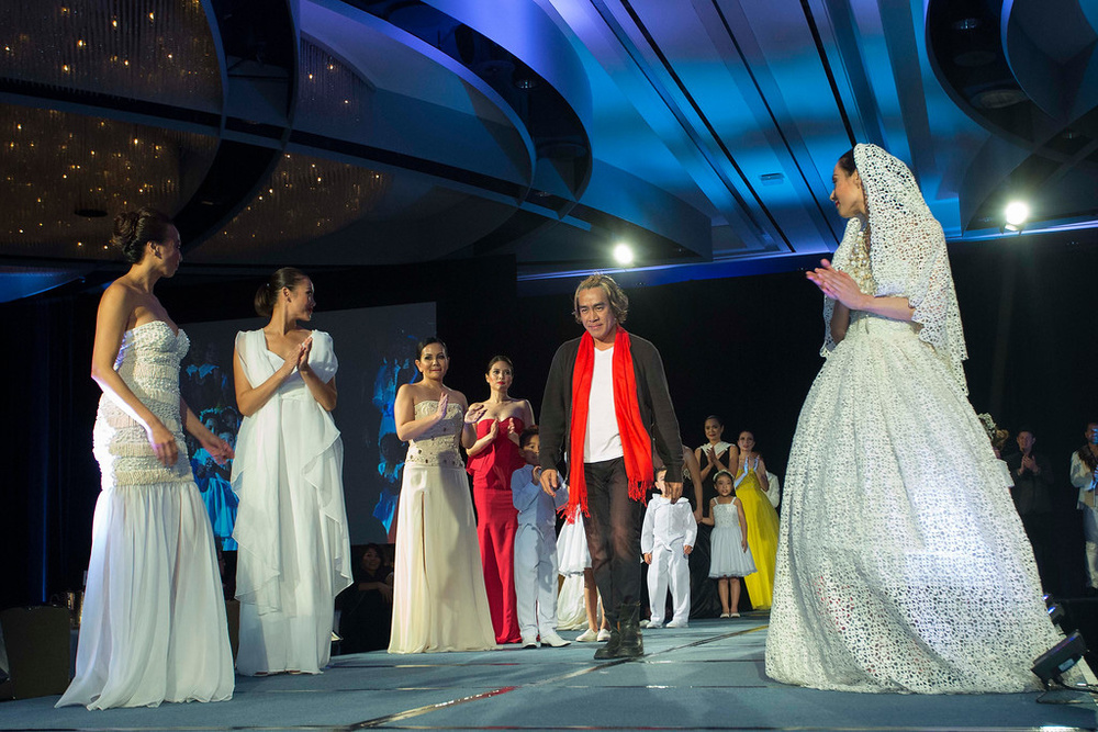 Featured 2015 fashion designer John Ablaza taking his bows. (Photo by Noel Ferrer)