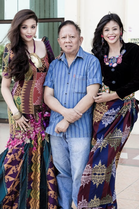 Pepe Quitco (center) with models Patricia Matabilas (left) and Mae Ann Bello (Photo by Beauford Ma)