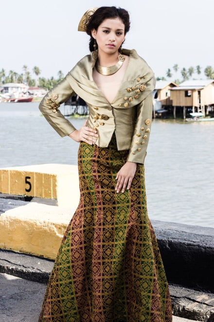 Rust-colored inaul weaved with makainggit pattern is fashioned into a serpentine long skirt paired with a top made of mocha Thai silk, accentuated by a deep pichu collar, and embellished with gold antique buttons. (Model: Patricia Matabilas. Photo by Beauford Ma)