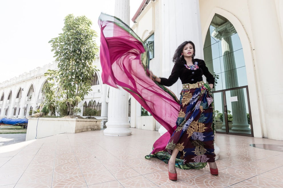 Black-velvet bangala (Muslim blouse ) is paired with a draped lumbayan-patterned inaul.  (Model: Mae Ann Bello. Photo by Beauford Ma)