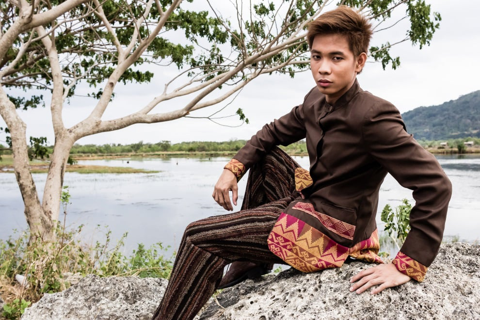 Brown formal coat with Mao collar has inaul border on hem and cuffs. (Model: Roy Bolesa. Photo by Beauford Ma)