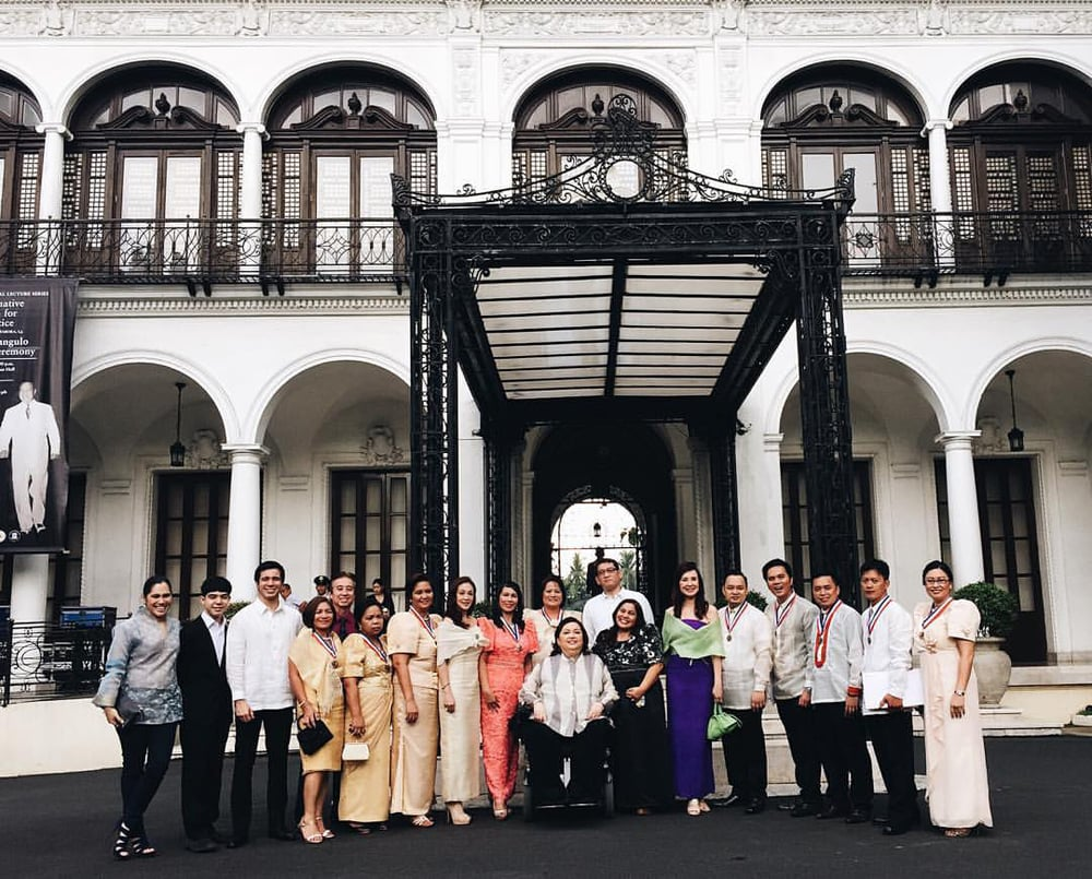 """To commemorate the late President Elpidio Quirino's 125th birthday this November, the first """"Guro to Pangulo"""" Awardees of 2015 were chosen last September, shown here with some of the Quirino family members at Malacañan Palace. (Photo provided by the President Elpidio Quirino Foundation)"""
