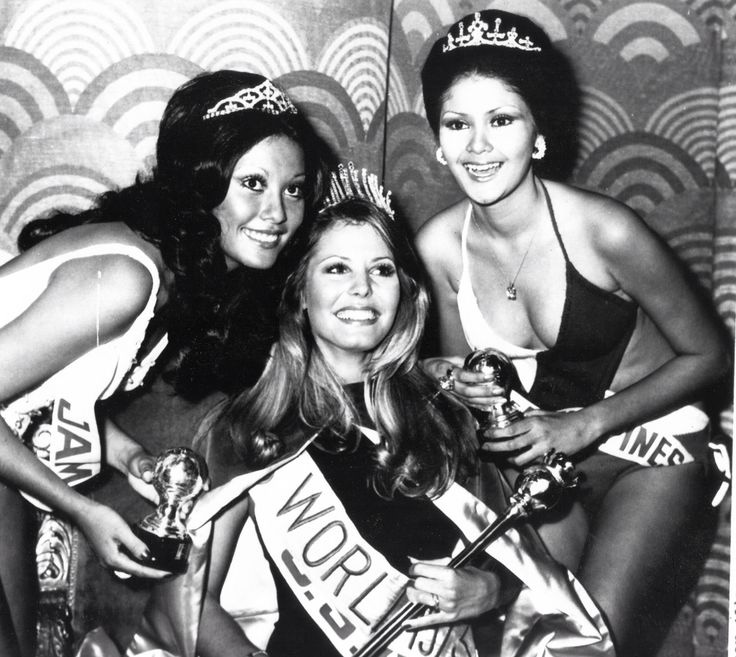 The winning/losing trio of Miss World 1973. Marjorie Wallace of the USA, center, won the title, but 104 days after her victory, she was stripped of her title; and it was offered to Evangeline Pascual of the R.P., right, sporting an Imelda Marcos-type coif and look. The title went to second runner-up, Miss Jamaica, Patricia Leung, instead.