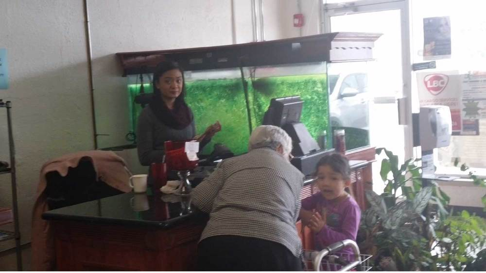 Daughter Dawn Lubaton is the cashier. (Photo by Ivan Kevin Castro)