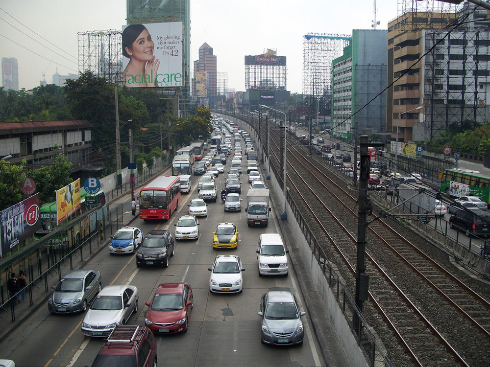 EDSA traffic (Source: wikipedia.org/Photo by Scandi)