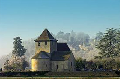 St. Martin Chapel situated at the village cemetery (Source: www.france-beautiful-villages.org)