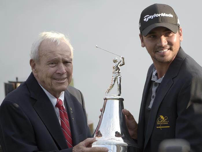 Fil-Aussie Day receives trophy from legendary golfer Arnold Palmer (Source: AP)