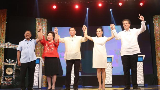 The candidates during the first presidential debates: Vice President Jejomar Binay, Senator MIriam Defensor Santiago, Davao Mayor Rodrigo Duterte, Senator Grace Poe and Secretary Mar Roxas (Source: Philippine Daily Inquirer/Photo by Lyn Rillon)