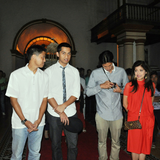 Ilocos Norte Gov. Imee Marcos (right) with her sons Michael, Matthew and Borgy Manotoc (Source: newsflash.org)