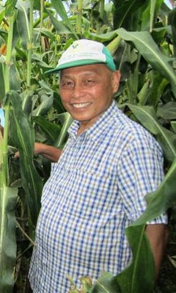 Dr. Romulo Davide devotes his time to improving lives of farmers (Photo from ATI-Department of Agriculture)