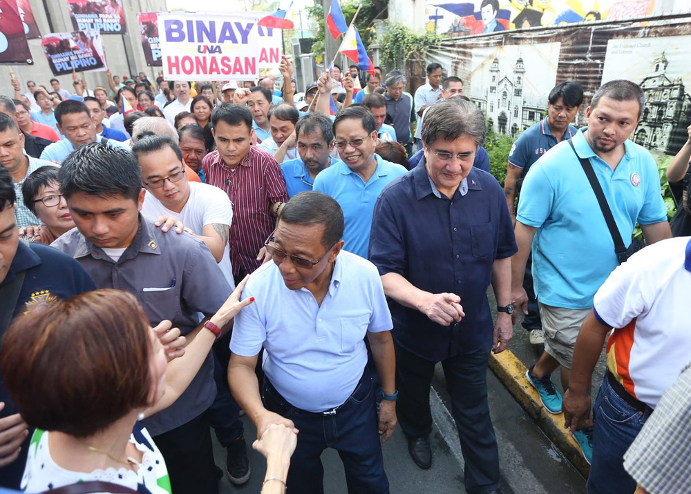 Vice President Jejomar Binay and running mate Senator Gringo Honasan (Source: Jejomar Binay's facebook page)
