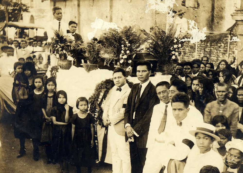 Rosa Quirino Eugenio's solemn funeral was attended by her father, Mariano, husband Amadeo and their four daughters Felicidad, Lourdes, Alma, Pacita; brothers Elpidio, Ernesto, Antonio, family and friends. Rosa was buried in Ilocos Norte. (Photo from the Pacita Q. Eugenio Adea family).