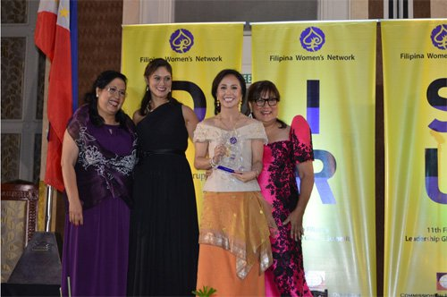 Karen accepting her award as one of the 100 Most Influential Filipinas in the World during The Filipina Women's Network's (FWN) Filipina Leadership Global Summit in 2014. (Source: TeamAsia)