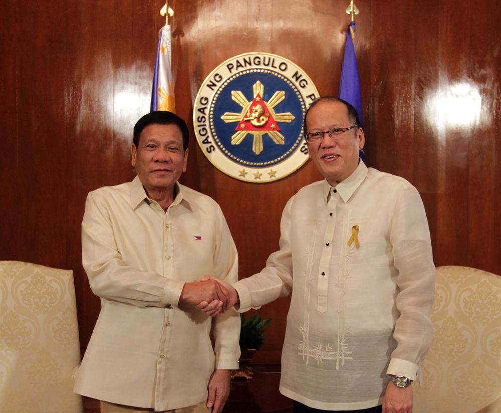Rodrigo Duterte takes over the Philippine Presidency from Benigno S. Aquino, III. (Source: Malacañang Photo Bureau)
